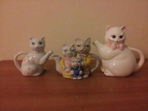How many creepy cat teapots do you have?  I have three.