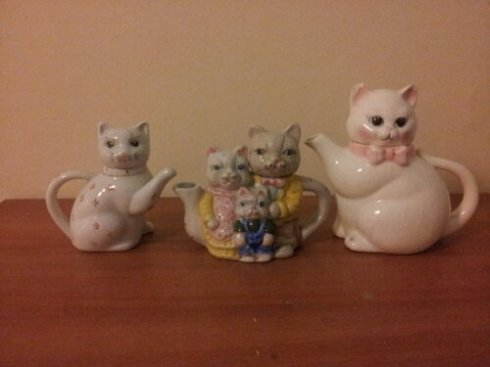 How many creepy cat teapots do you have?  I have three.